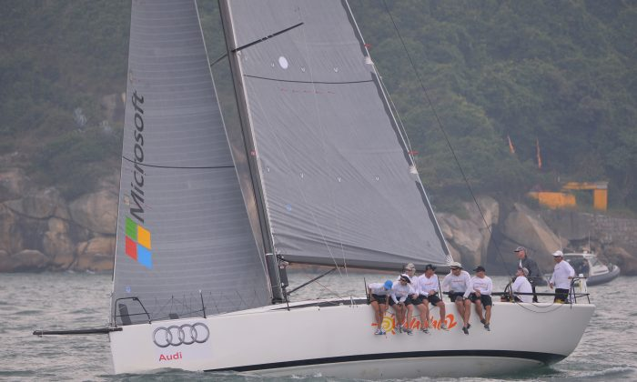 'Walawala 2' setting off from Victoria Harbor Hong Kong in the Audi Hong Kong to Vietnam Race 2013 on Thursday Oct 17. (Bill Cox/Epoch Times)