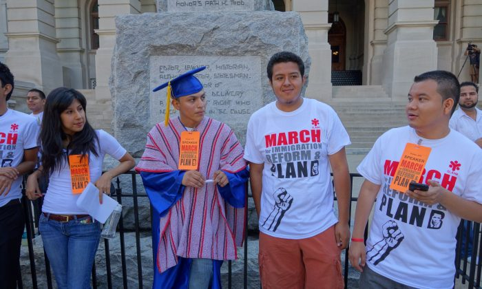 Immigration reform advocates gather in Atlanta on Oct. 5. (Mary Silver/Epoch Times)
