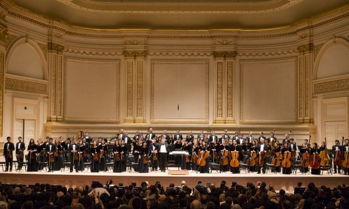 Shen Yun Symphony Orchestra at Carnegie Hall in New York City, Oct. 5, 2013. (Dai Bing/Epoch Times)