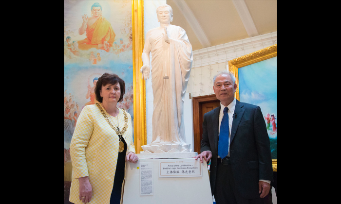 The Lord Provost of Glasgow, Councillor Sadie Docherty with Professor Zhang Kunlun next to his sculpture, Buddha. (Simon Gross/The Epoch Times)