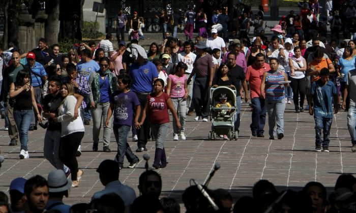 People enter the Chapultepec Park in Mexico City, Sunday, Nov. 18, 2012. Mexico City has an odor problem it is trying to combat, according to an article in Banderas News in October 2013. (AP Photo/Marco Ugarte)