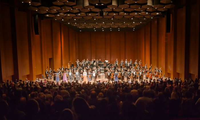 the Shen Yun Symphony Orchestra at the Jones Hall for the Performing Arts in Houston. (Epoch Times)