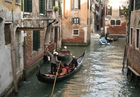 A file photo of Venice, Italy. An artificial island in Italy, an old garbage dump, may become a Venice-inspired theme park, according to an article published Oct. 31, 2013, in The Local. (Tara MacIsaac/Epoch Times)