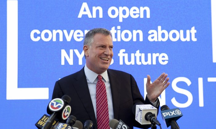 Mayor-elect Bill de Blasio at the Talking Transition tent in Lower Manhattan, New York, Nov. 20, 2013. (Samira Bouaou/Epoch Times)