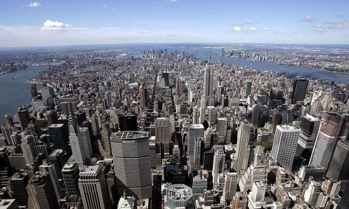 Aerial view looking south over Midtown Manhattan, July 1, 2007. (Stan Honda/AFP/Getty Images)