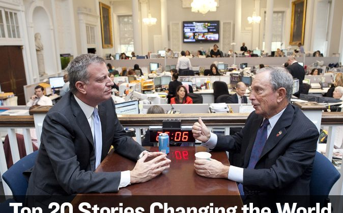 "TRANSITION: Mayor-elect Bill de Blasio (L) speaks with outgoing Mayor Michael Bloomberg at the City Hall ""Bull Pen"" in Lower Manhattan, New York, Nov. 6, 2013. (Samira Bouaou/Epoch Times)"