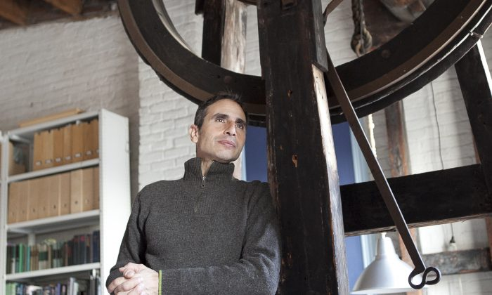 Marco Pasanella next to the hoist in his apartment, in South Street Seaport, Lower Manhattan, New York, Dec. 2, 2013. (Samira Bouaou/Epoch Times)