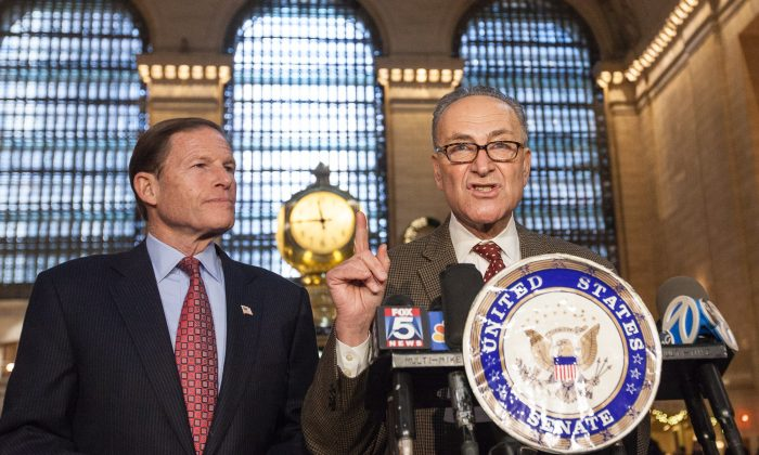 Sen. Richard Blumenthal (L) and Sen. Chuck Schumer announce a push for more funds for railroad safety at the Main Concourse of Grand Central Terminal, New York, Dec. 15, 2013. (Petr Svab/Epoch Times)