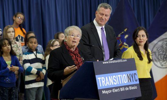 De Blasio Picks City Schools Veteran for Chancellor