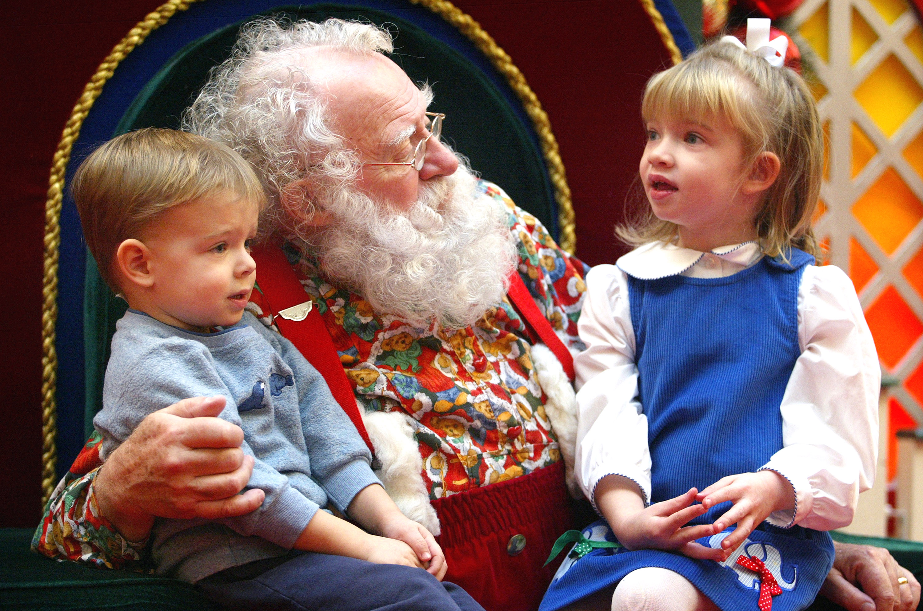 12 heartbreaking things kids have asked santa for christmas the epoch times - Santa Claus With Kids