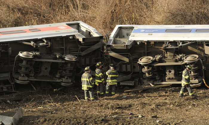 Rescue workers on the scene of the wreckage of the commuter train that derailed near the Spuyten Duyvil railroad station in the Bronx, New York, on Dec 1, 2013.  (Timothy Clary/Getty Images)