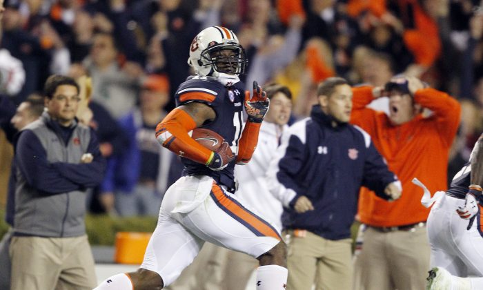 Auburn cornerback Chris Davis (C) returns a field goal attempt 109 yards at the end of a game between the Tigers and the Alabama Crimson Tide to vault Auburn into the SEC title game. (AP Photo/Butch Dill)