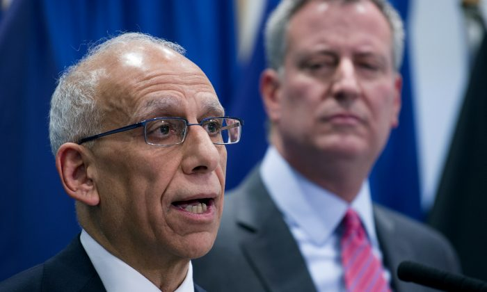 Dean Fuleihan (L) speaks after being announced as the new budget director of New York City by Mayor-elect Bill de Blasio, at New York City College of Technology, New York, Dec. 18, 2013. (Craig Ruttle/AP)