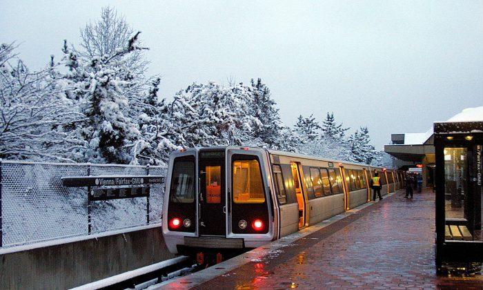 Morning rush hour at the Vienna, Virginia Metro station in 2005. (KAREN BLEIER/AFP/Getty Images)