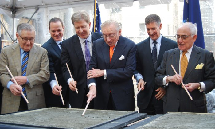Larry Silverstein signs his name in a concrete plate at the ceremonial groundbreaking for 30 Park Place, Downtown Manhattan, New York, Dec. 3, 2013. (Catherine Yang/Epoch Times)