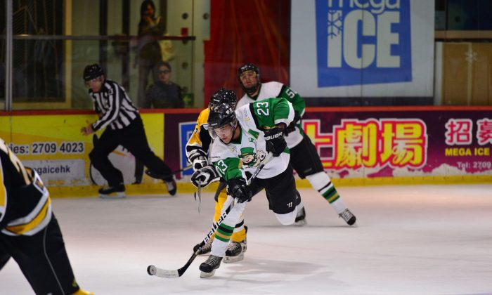 Macau Aces Darren Hynes takes the puck up field in their CIHL Match against HK Tycoons at Mega Ice on Saturday Nov 30, 2013. Hynes scored a vital goal to put his team in front as the Aces won a tight match 4-3. (Bill Cox/Epoch Times)