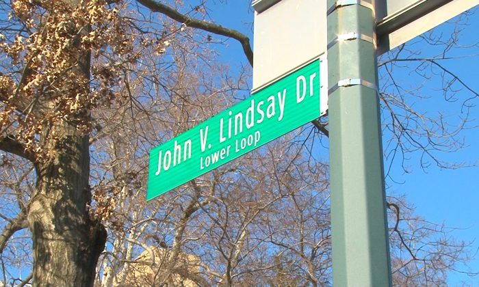 A new street sign with the name of former Mayor John Lindsay in Central Park, New York, on Dec. 16, 2013. (Allen Xie)