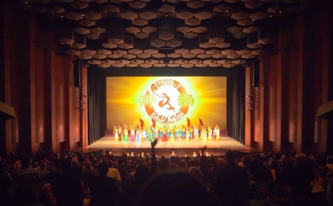 Shen Yun Performing Arts' curtain call at the Jones Hall for the Performing Arts in Houston on Dec. 23. (Epoch Times)