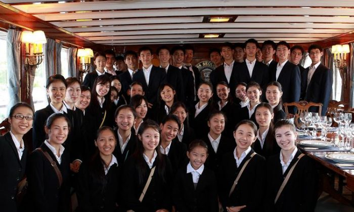Members of the Shen Yun Chinese classical dance company visit the Sequoia Presidential Yacht in Washington, D.C. on Aug. 24. (Lisa Fan/Epoch Times)