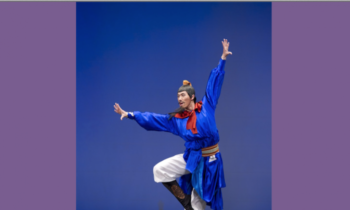 Tim Wu dances during the NTD Television's classical Chinese dance competition in 2010. (Dai Bing/Epoch Times)
