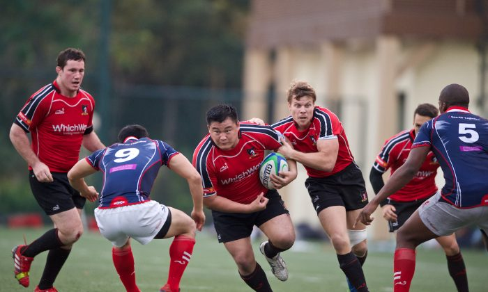 WhichWay Valley prop Leon Wei powers forward with support from Ryan Meachum in their 36-23 win over HK Scottish at Shek Kip Mei Sports Ground on Saturday Nov 30< 2013 to take over possession of the Broony Quaich Trophy and maintain their tussle with Leighton Asia HKCC at the top of the HKRFU Premiership standings. (Ike Li/HKRFU)