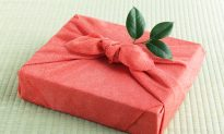 Alternative Gift Wrapping for a Green Christmas