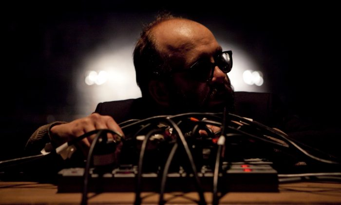 Monologuist Daniel Kitson tells the story of two people with the aid of tape machines. (Pavel Antonov)