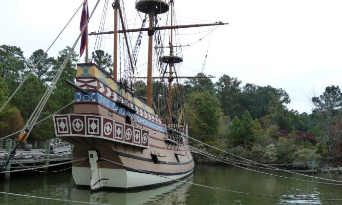 A full-scale replica of one of the three ships that crossed the Atlantic to land and settle at Jamestown in 1606.  Nadia Ghattas/Epoch Times