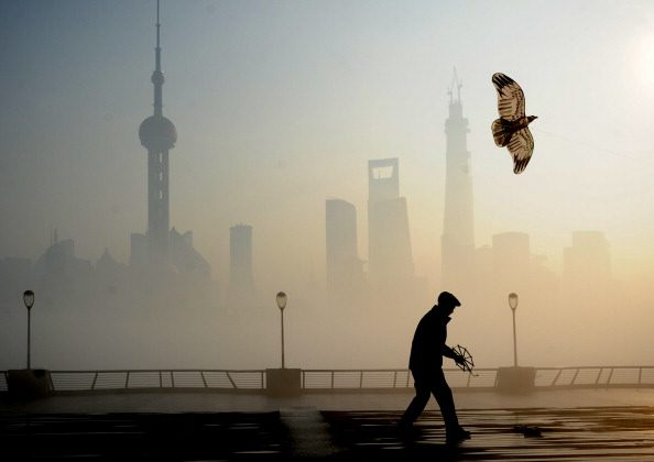A man flies kite at The Bund on December 5, 2013 in Shanghai, China. Heavy smog continued to hit northern and eastern parts of China, disturbing the traffic, worsening air pollution and forcing the closure of schools. (ChinaFotoPress/ChinaFotoPress via Getty Images)