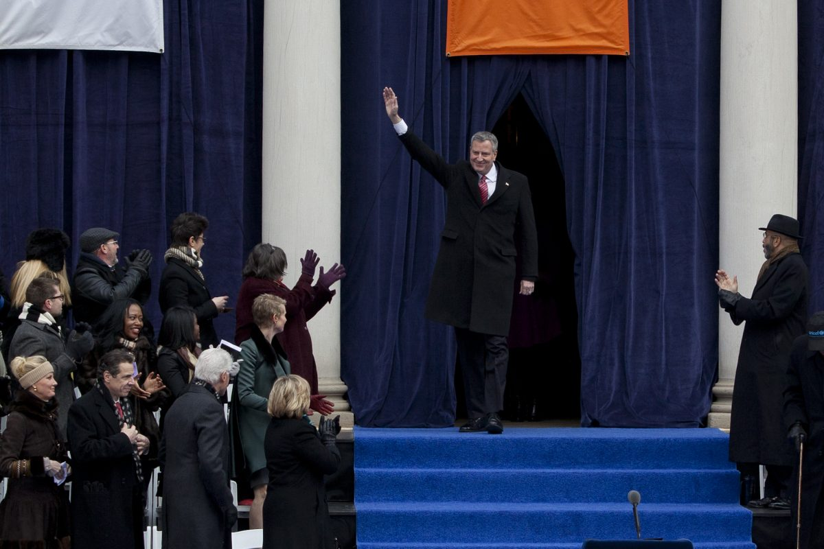 Mayor Bill de Blasio waves to the crowd at the inauguration ceremony at New York City Hall on Jan. 1, 2014. (Samira Bouaou/Epoch Times)