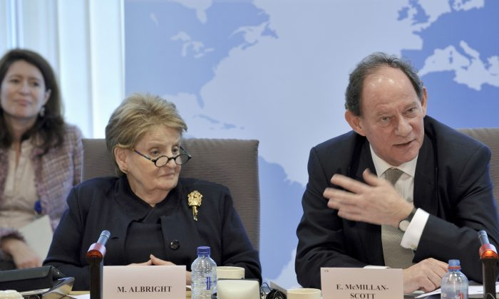 Edward McMillan-Scott (R), vice president of the European Parliament for Democracy and Human Rights, and Madeline Albright (L), former U.S. secretary of state, in Brussels on March 14, 2011. (© European Union 2011 PE-EP)