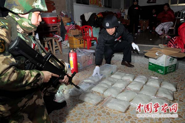 A screenshot from China Police Daily shows that armed police seize illegal drugs in Boshe village of Lufeng City in Guangdong Province on Dec. 29. (Screenshot/cpd.com.cn/Epoch Times)
