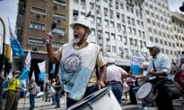 In Argentina Crisis, Firms Do Everything to Cut Costs; Except Fire Workers