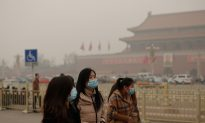 Severe Smog Covers Large Areas of China, Emergency Rooms Full