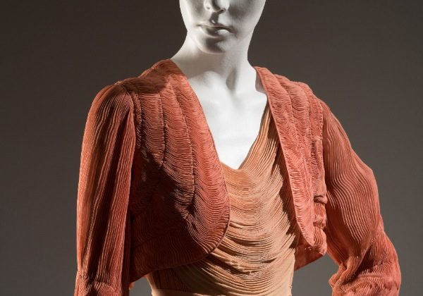 A 1932 Hélène Yrande coral and peach pleated negligee ensemble, silk chiffon from France. (Courtesy of The Museum at FIT)