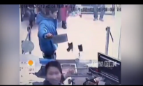Video: Bank Teller Laughs at Knife-Wielding Robber in China