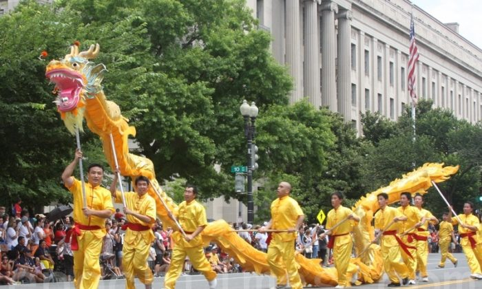 In ancient Chinese culture, the dragon holds a prominent position and is regarded as an auspicious symbol. Falun Gong practitioners are performing a dragon dance in Washington DC on July 4th 2013. (The Epoch Times)