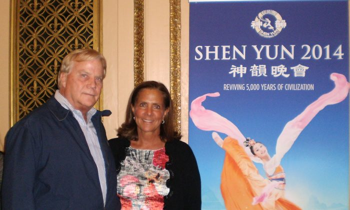 Berny Mackey and Jenny Vandeveer enjoy Shen Yun Performing Arts, on March 9, at the Orpheum Theater. (Cara Ye/Epoch Times)