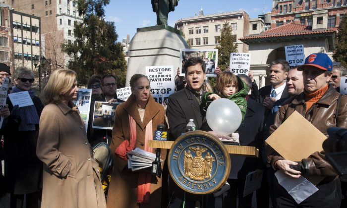 State Senator Brad Hoylman speaks at a press conference in Union Square Park, Manhattan, New York, March 9, 2014. (Dai Bing/Epoch Times)
