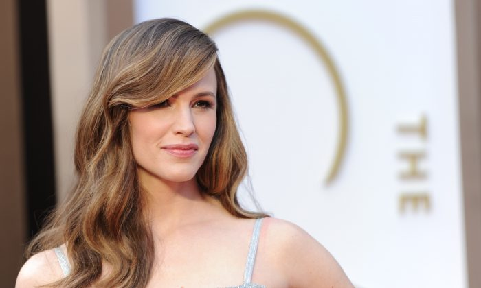 Jennifer Garner showed off her voluminous hair with subtle caramel highlights and a sweeping side-part—the latter will undoubtedly translate well into this summer's holiday hair looks. See below for more of the hair and makeup styles at the 86th Academy Awards on Sunday, March 2, 2014. (ROBYN BECK/AFP/Getty Images)