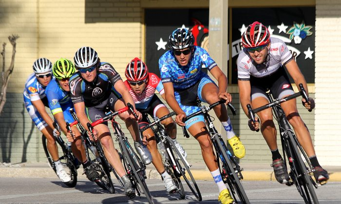 The leading breakaway rounds Turn Five in the Pro 1-2 criterium, the closing race of Day Two of the 2014 Chain of Lake Cycling Classic in downtown Winter Haven, Fla., March 2. (Chris Jasurek/Epoch Times)