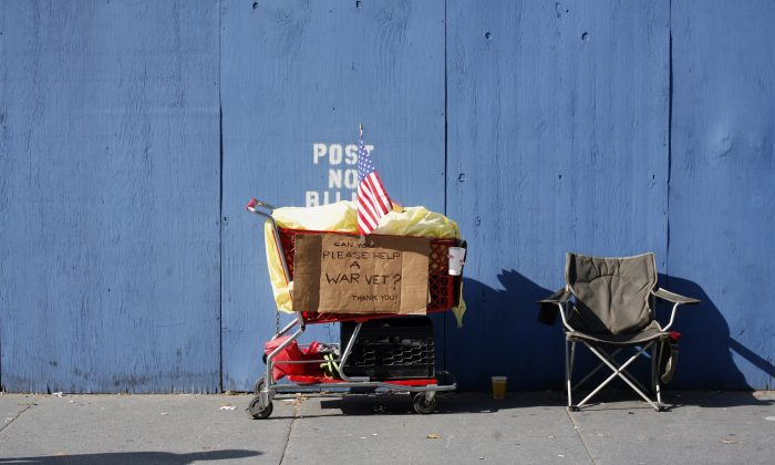 A homeless person's grocery cart and chair is shown along Fifth Avenue during the annual Veterans Day parade in New York City, Nov. 11, 2006. (Michael Nagle/Getty Images)