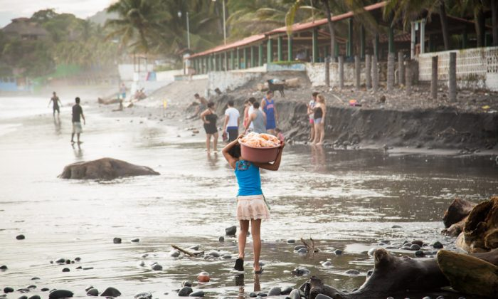 A girl carries snacks to sell on a beach in El Salvador. (Courtesy World Vision)