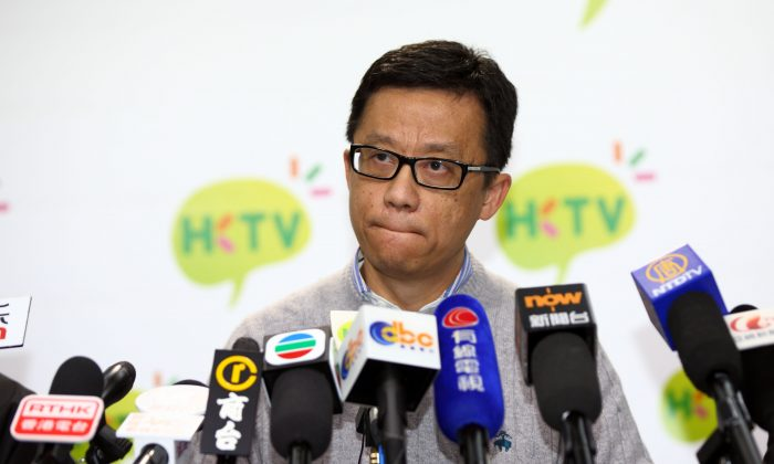 The chairman of Hong Kong Television Network Ricky Wong denounces the Government at the press conference held on March 11. HKTV has been driven into a corner by the Government stopping its launch. (CS POON/EPOCH TIMES)