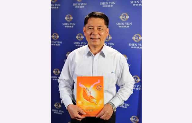 Kaohsiung City Councilor Zhang Wenrui attends Shen Yun Performing Arts International Company's performance at Kaohsiung City Cultural Center, on the evening of March 5, 2014. (Luo Ruixun/Epoch Times)