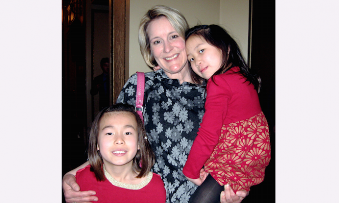 Michelle Warner and her daughters enjoyed Shen Yun Performing Arts at Omaha's Orpheum Theater, on March 9. (Cat Rooney/Epoch Times)