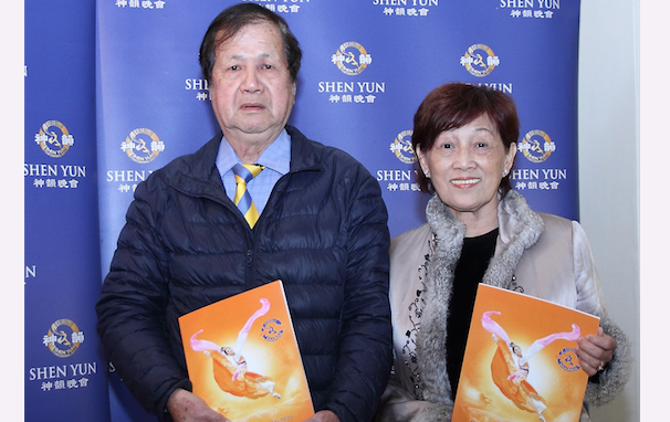 Central Taiwan Arts Association chairman Ni Chaolong (L) and his wife, enjoy Shen Yun Performing Arts at the Jhungshan Auditorium, in Taichung, on March 12, 2014. (Liang Shujing/Epoch Times)