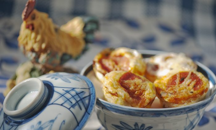 Baked pizza eggs. (Cat Rooney/Epoch Times)