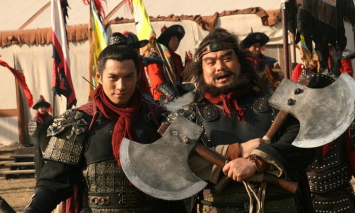 """Two heroes in the television drama series """"Water Margin,"""" Yan Qing and Li Kui, stand side by side. On March 5, Li Haibin, a Chinese official, proposed banning the show in order to """"maintain social stability."""" (Douban.com)"""
