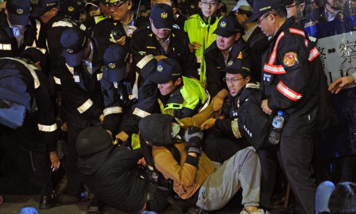 Police remove students from the ground at the Executive Yuan in Taipei on early March 24, 2014. Clashes between the police and students injured dozens of students. (SAM YEH/AFP/Getty Images)